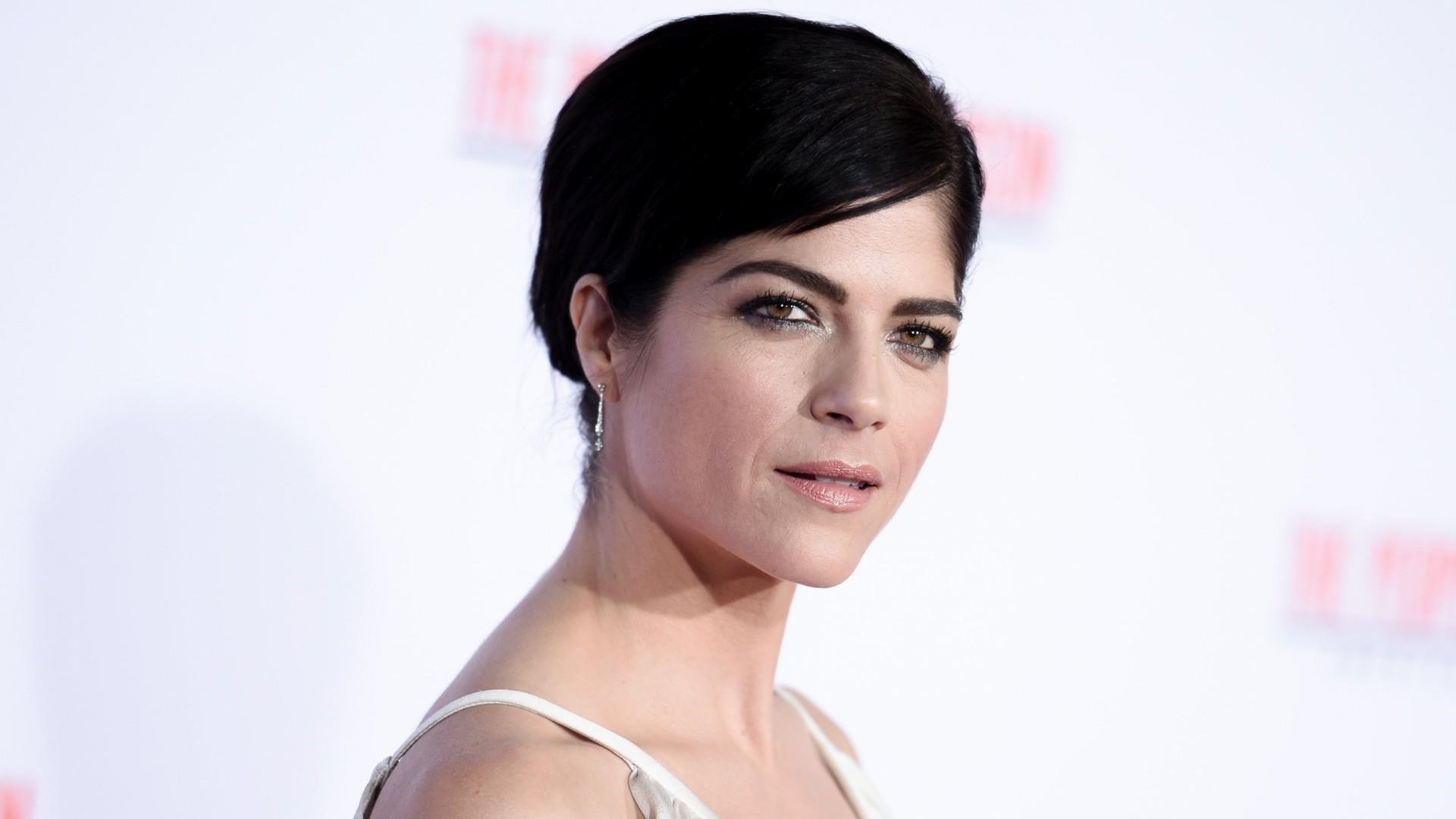 Watch Selma Blair video