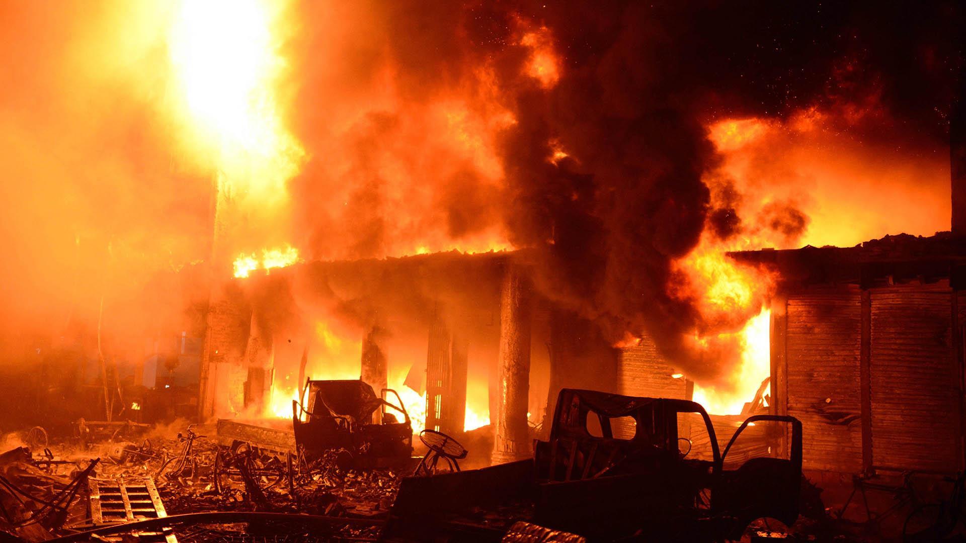 Fire in Dhaka, Bangladesh, shopping district kills dozens