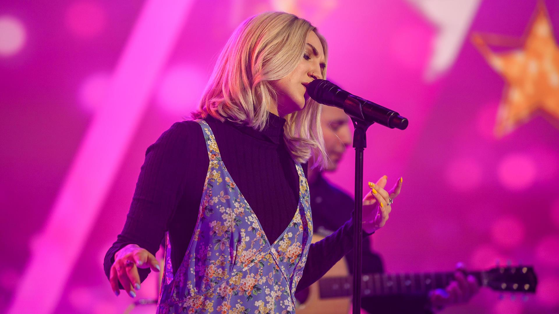 Watch Julia Michaels sing 'Anxiety' live on TODAY