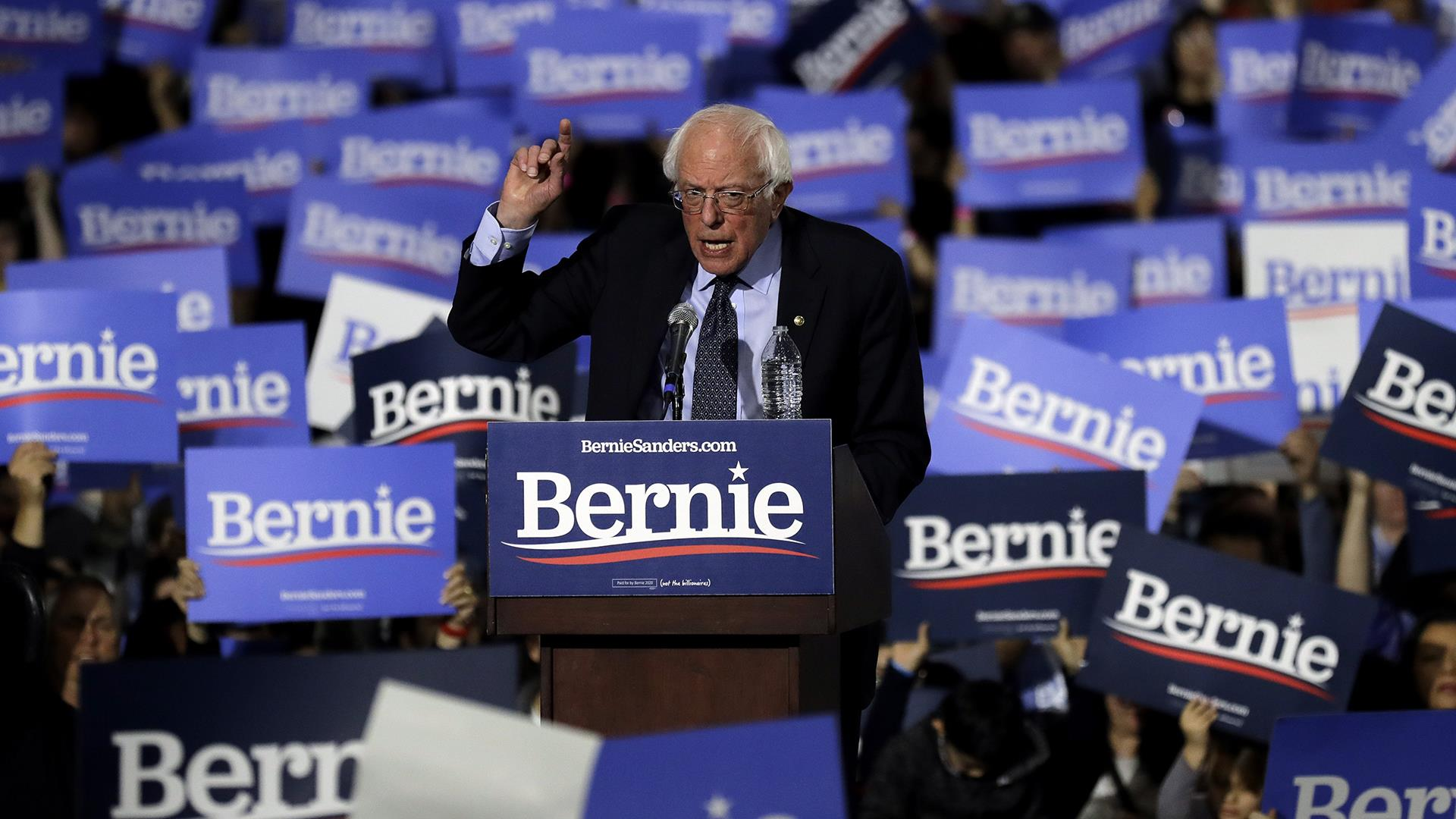 Bernie Sanders calls for 'political revolution' at Chicago rally