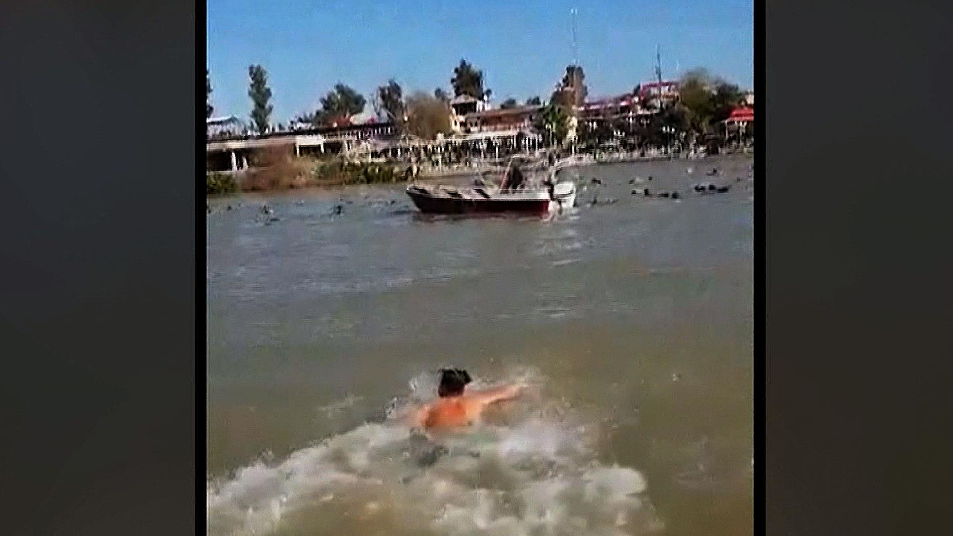 Ferry sinks in Iraq while bystanders watch in horror