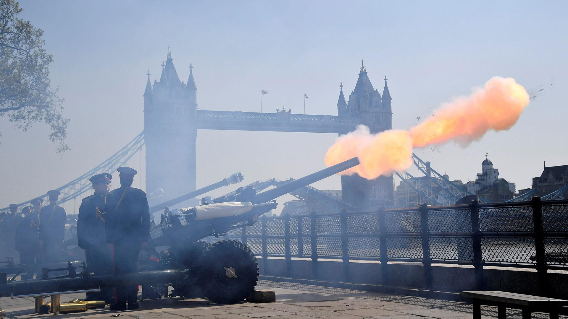 Queen Elizabeth II's 93rd birthday celebrated by London gun salutes