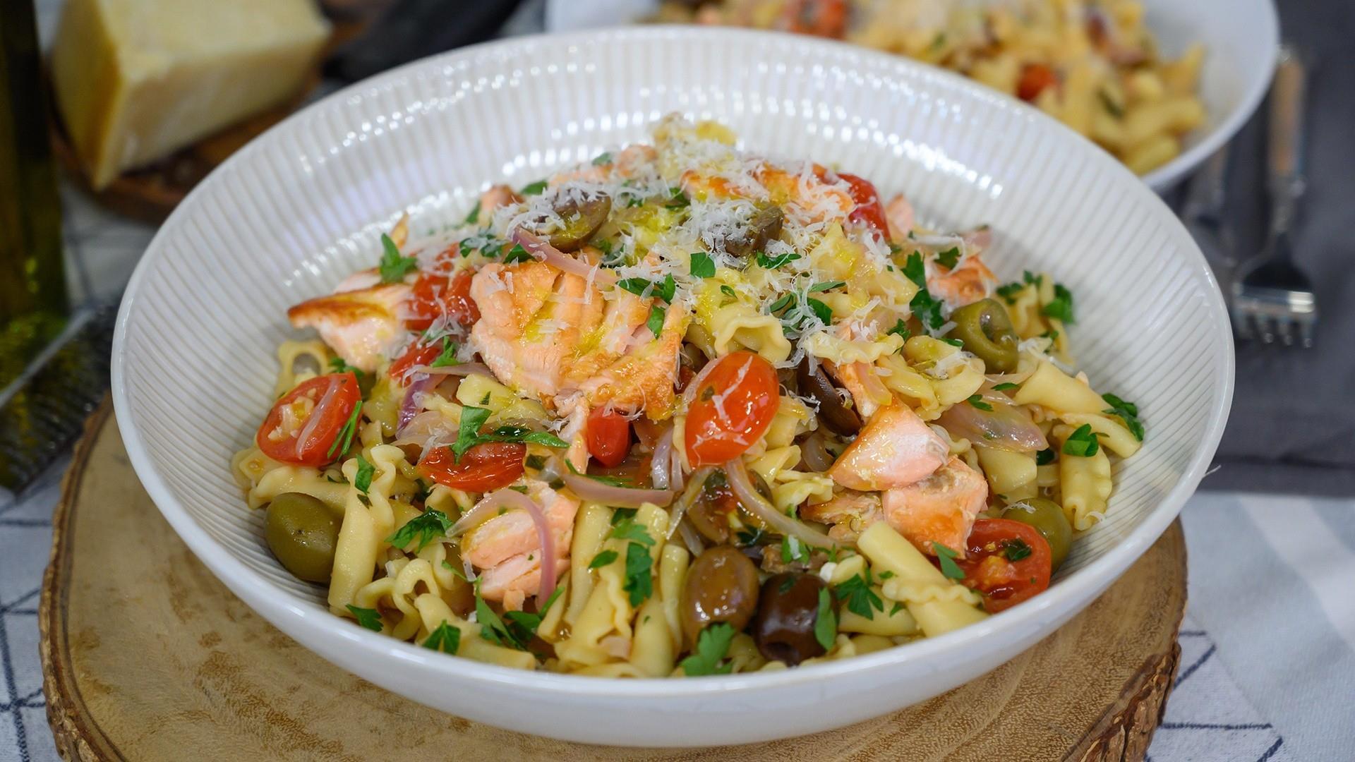 Entertaining recipes: Make Giada's pasta with fresh puttanesca