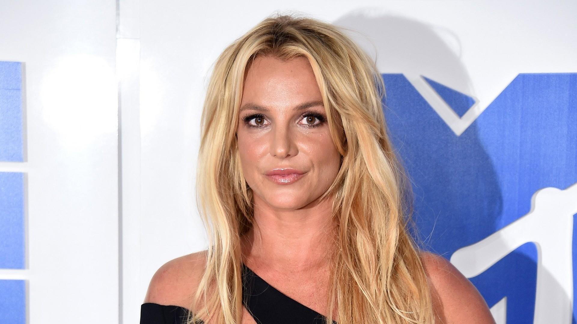 Free Britney 2020 Cher Fiercely Addresses Britney Spears Conservatorship