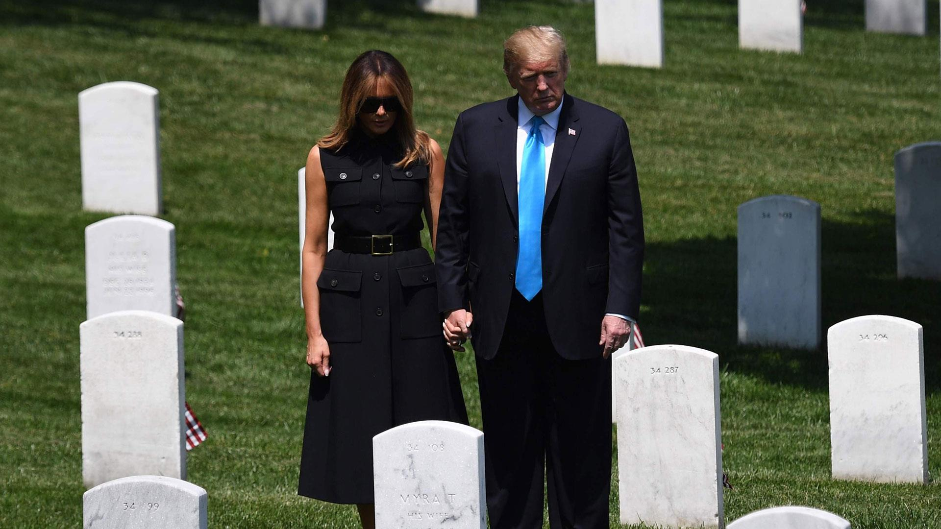 President Trump and Melania pay respects at Arlington National Cemetery