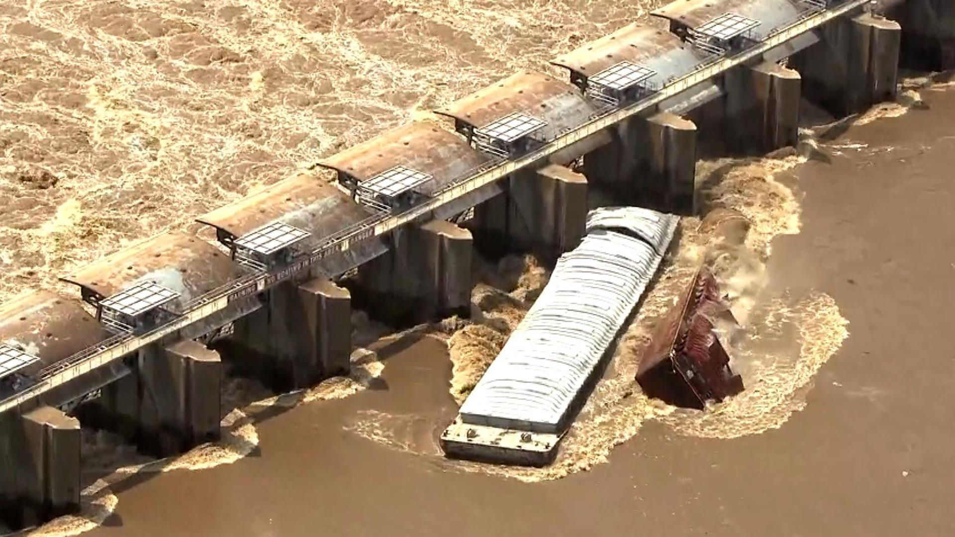 Watch: Two barges sink after collision with Oklahoma dam