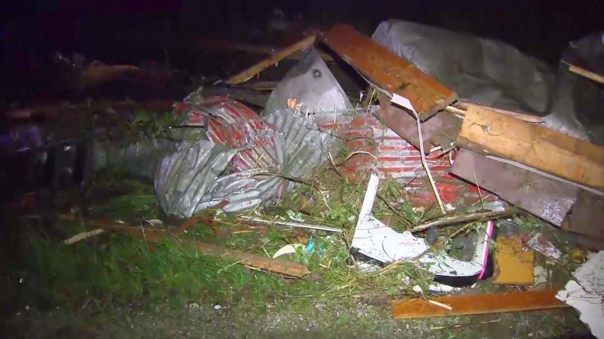 Suspected tornado kills three in Missouri