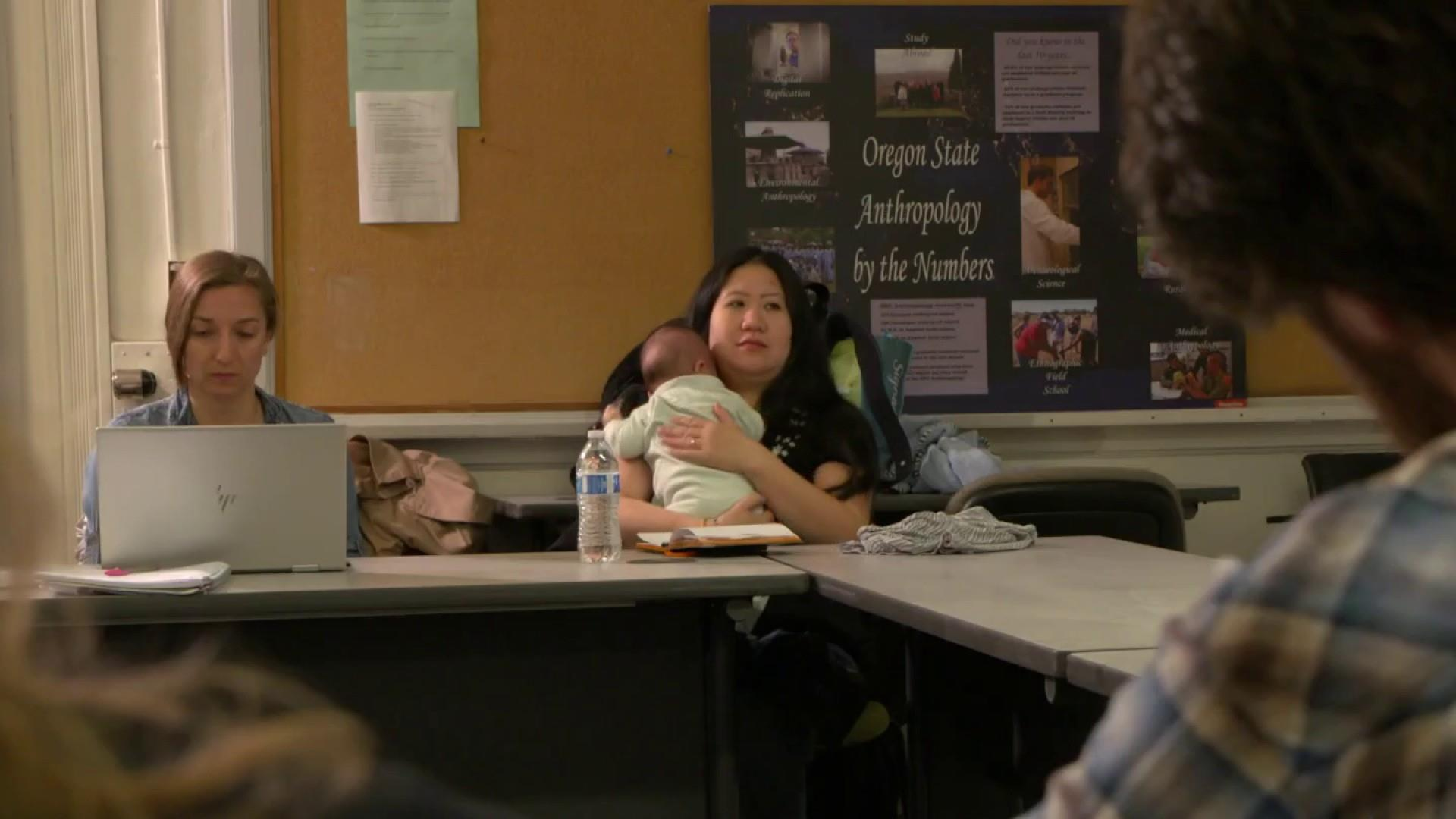 More colleges allowing student-parents to bring kids to class