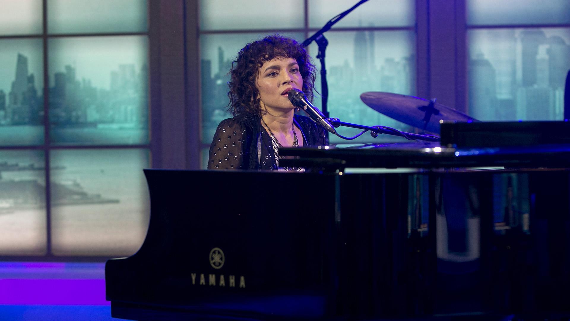 Watch Norah Jones sing 'Begin Again' live on TODAY