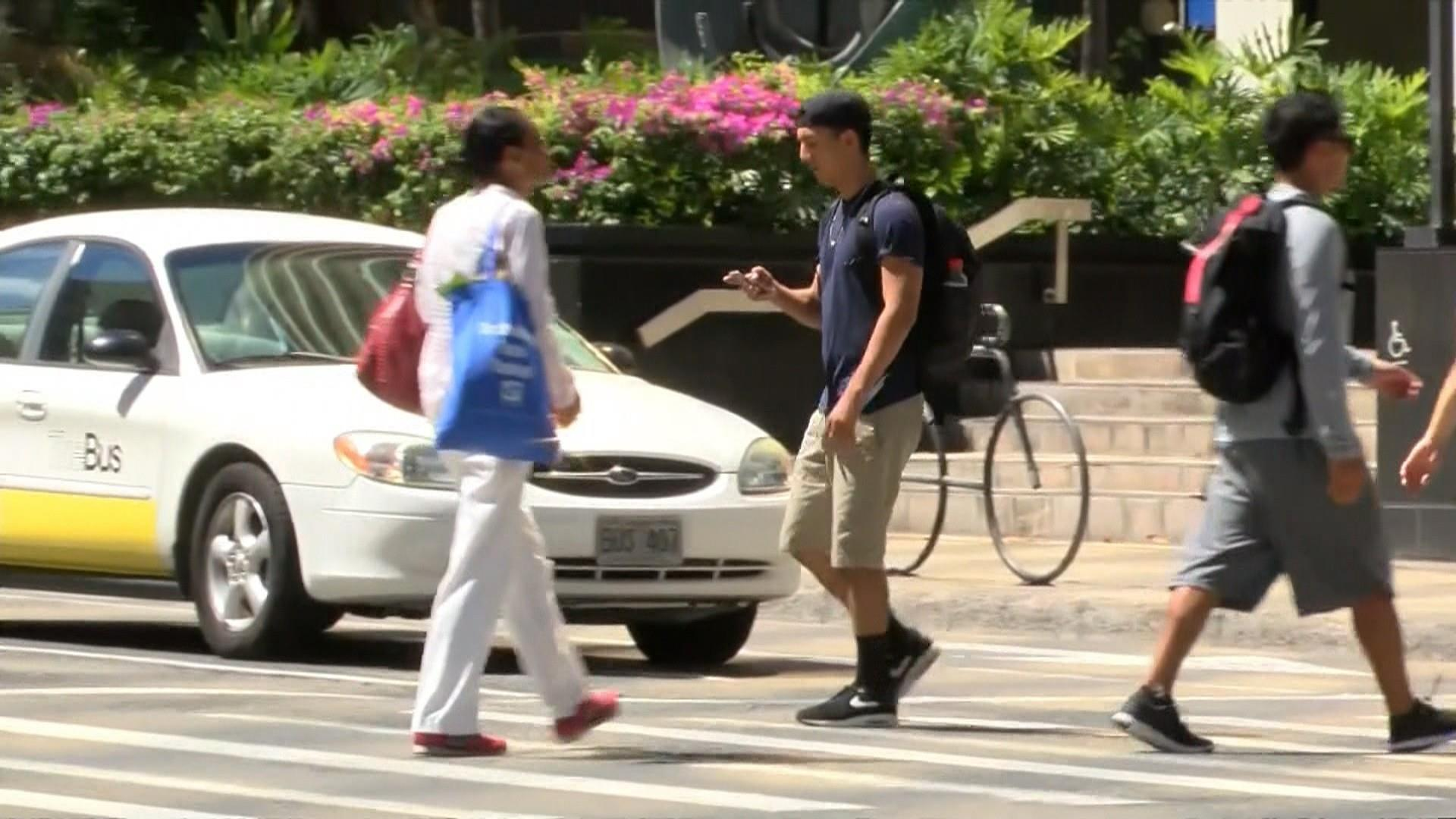 New York might place ban on texting while crossing the street