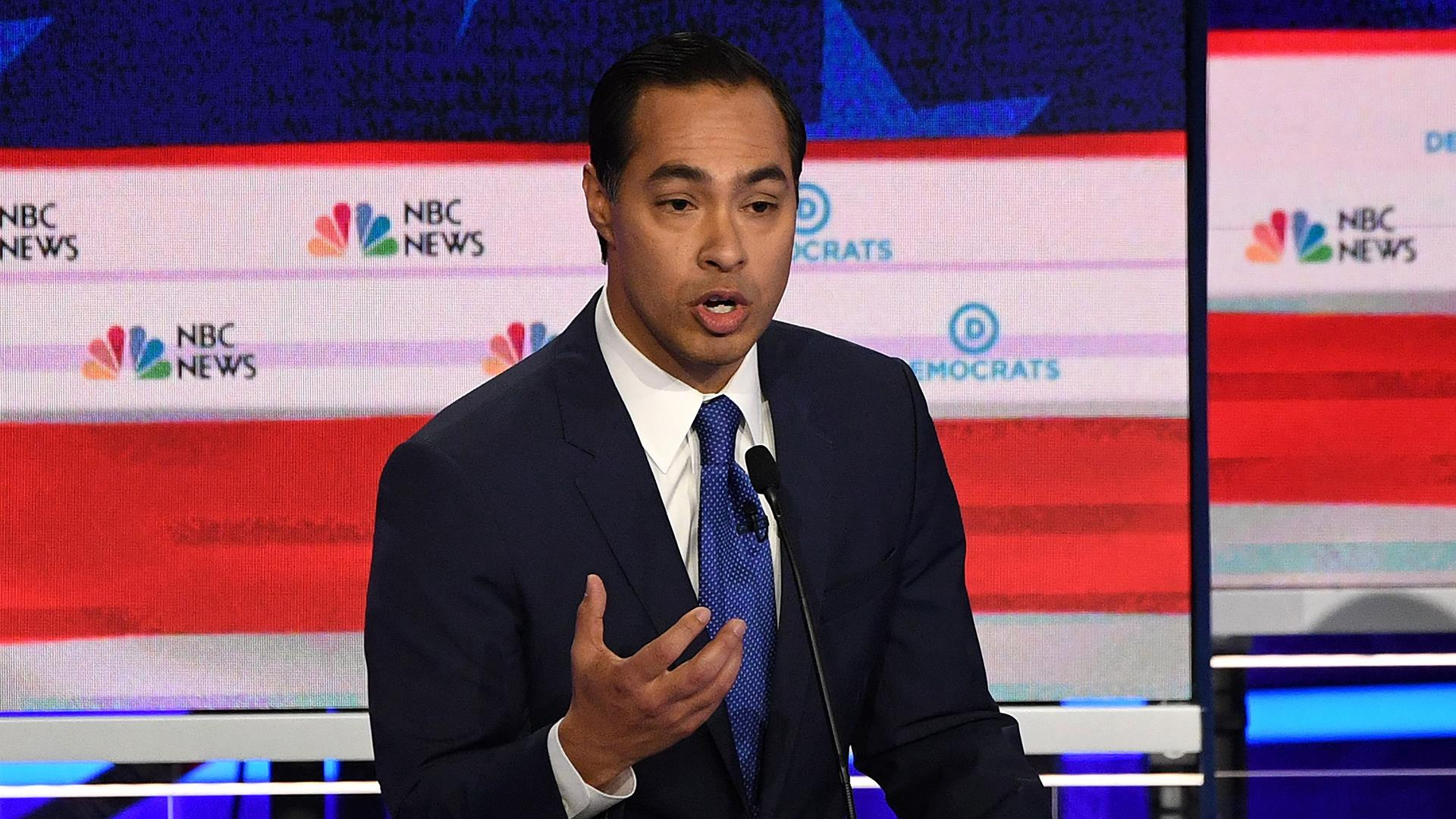 Julián Castro on immigration plans, controversial migrant photo