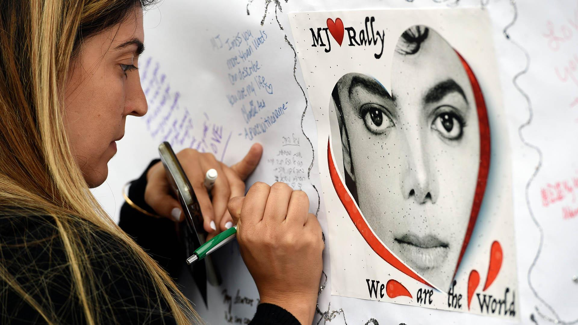 Michael Jackson fans in California mark 10th anniversary of his death