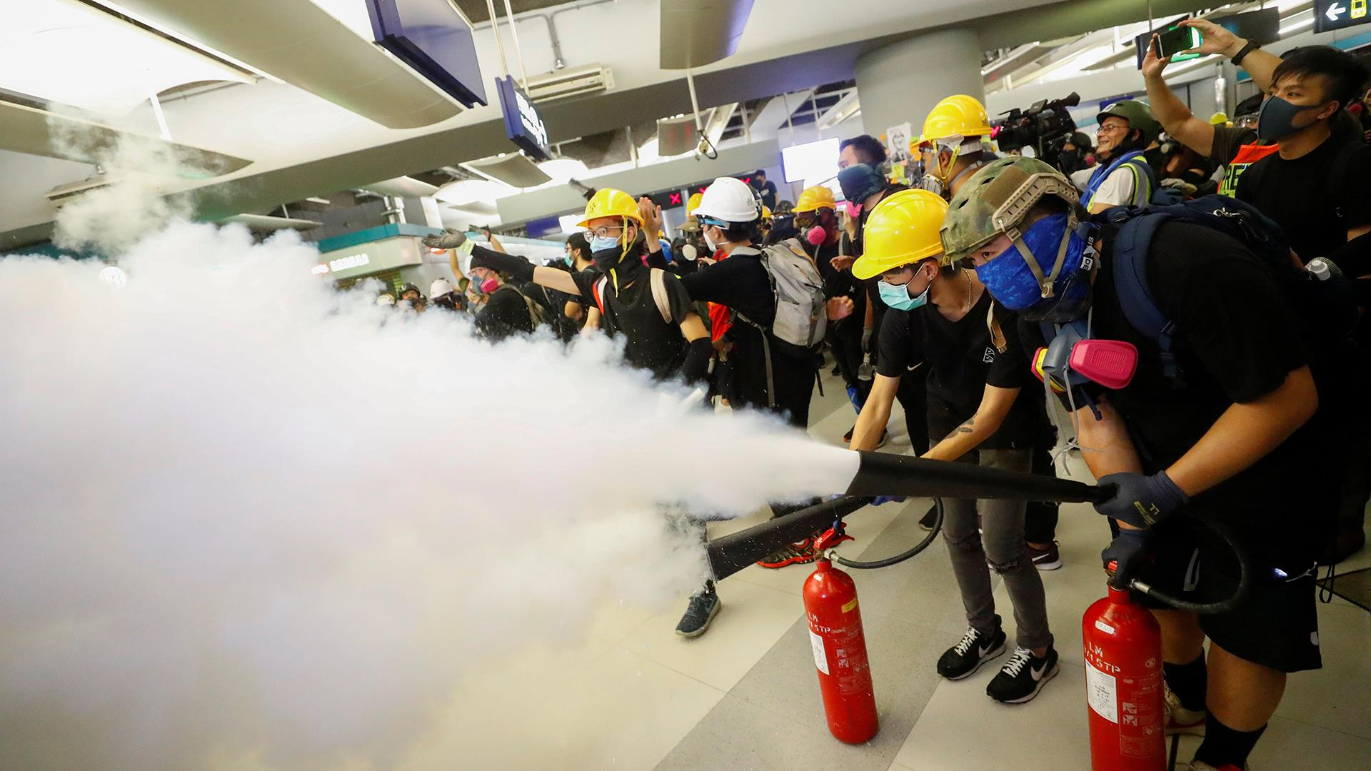 Hong Kong protest suddenly turns chaotic