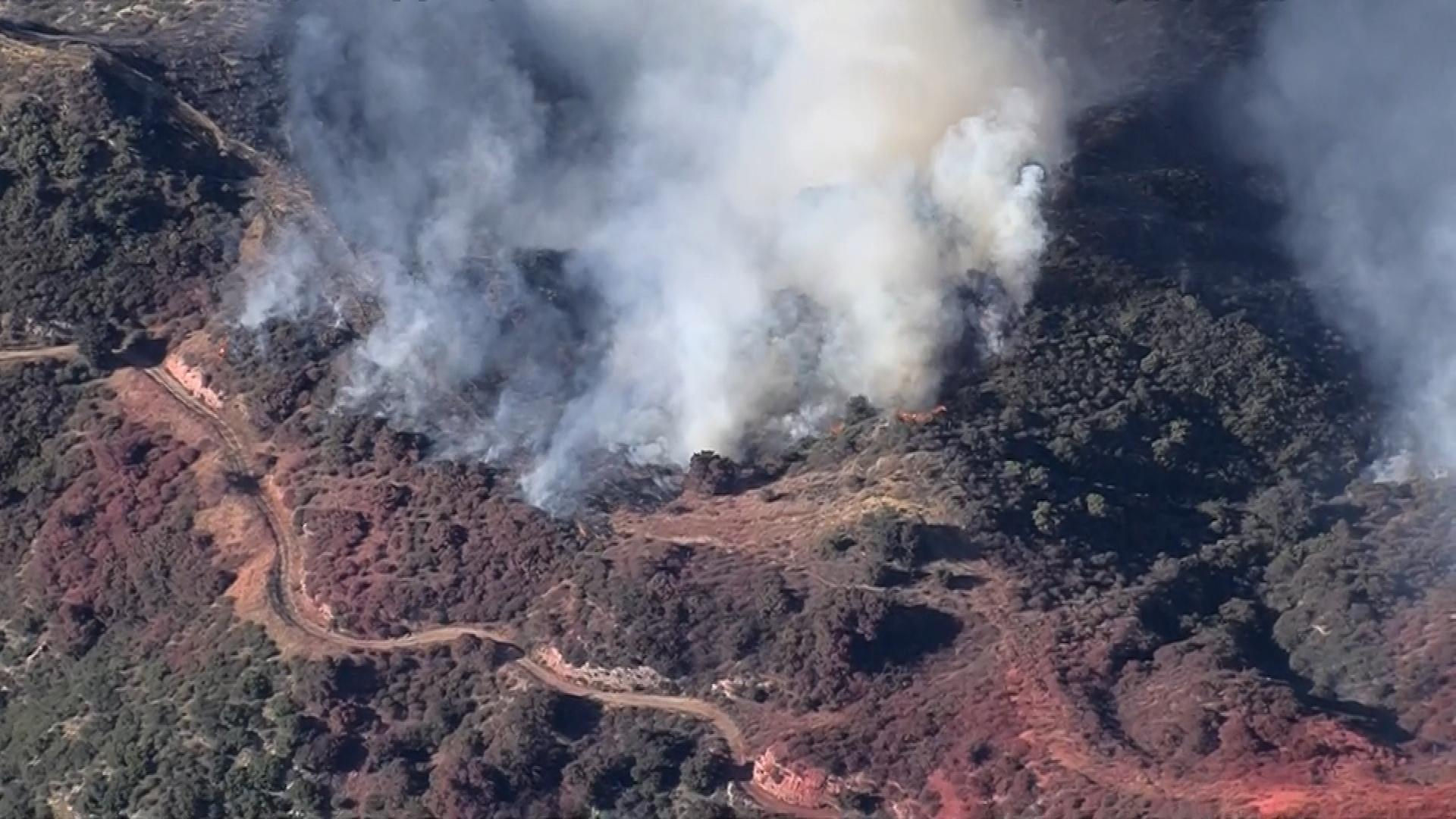 Los Angeles wildfire spreads to 4,700 acres, forcing evacuations in San Fernando Valley