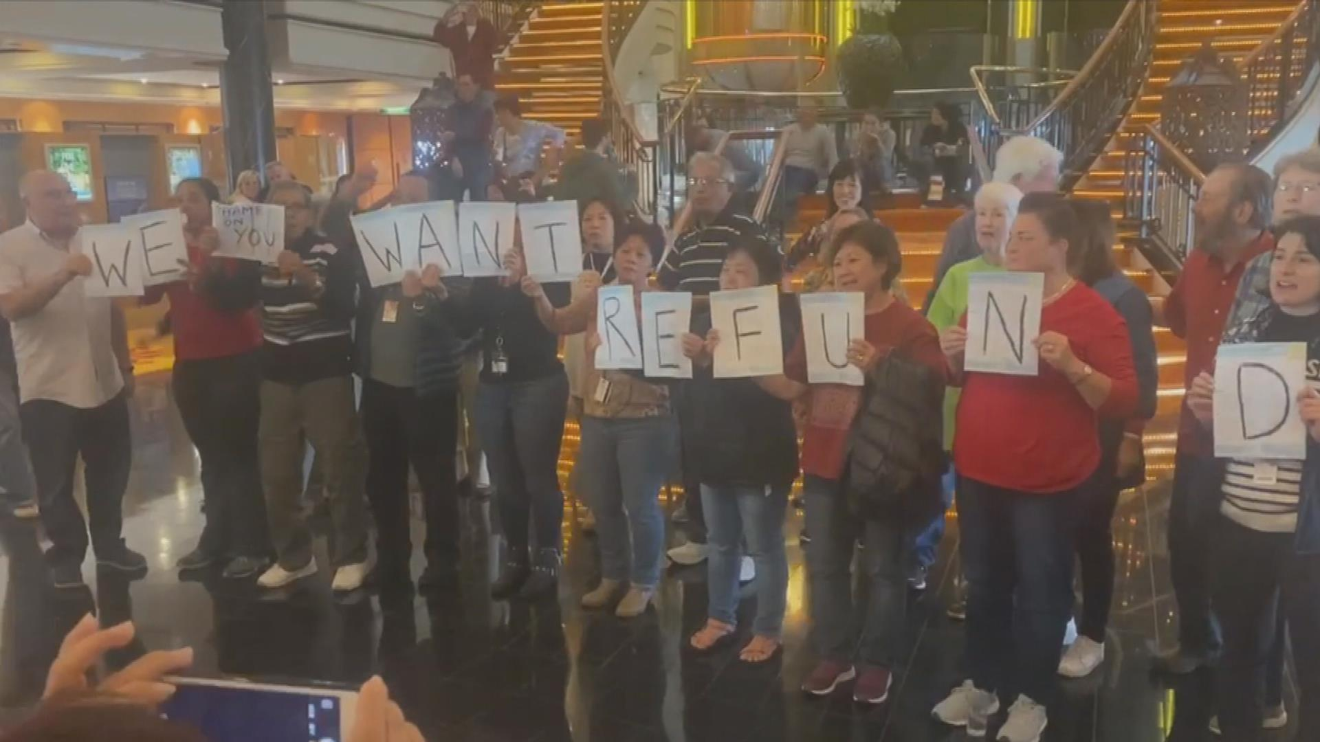 Passengers stage protest on Norwegian Cruise Line ship