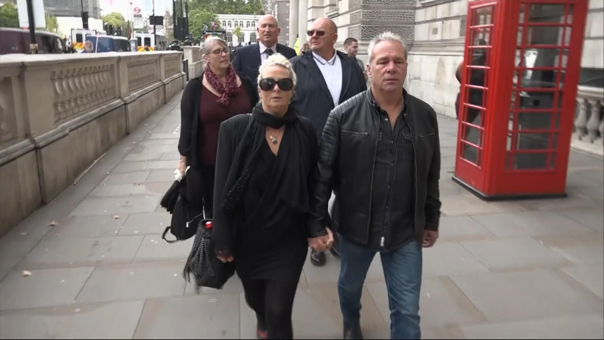 U.S. diplomat's wife involved in fatal U.K. crash apologizes to victim's family