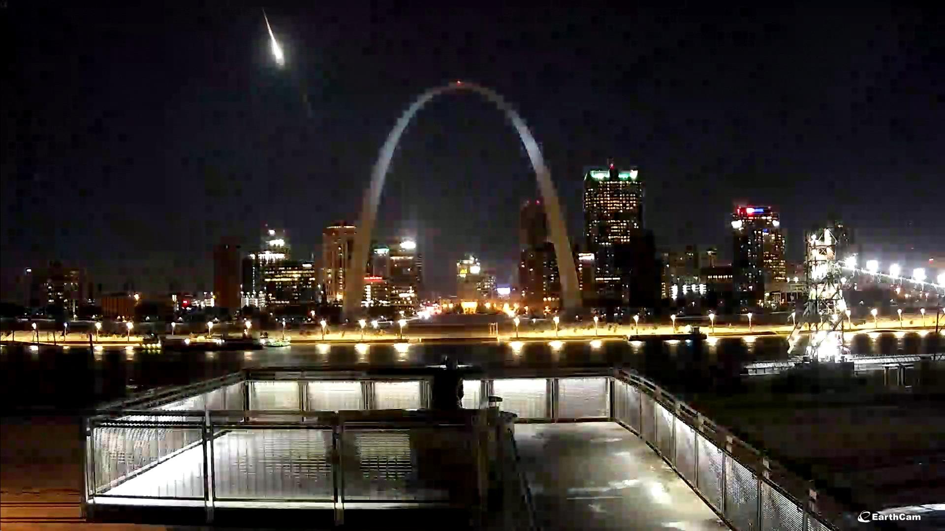 Video Appears To Show Meteor Streaking By Gateway Arch In St Louis