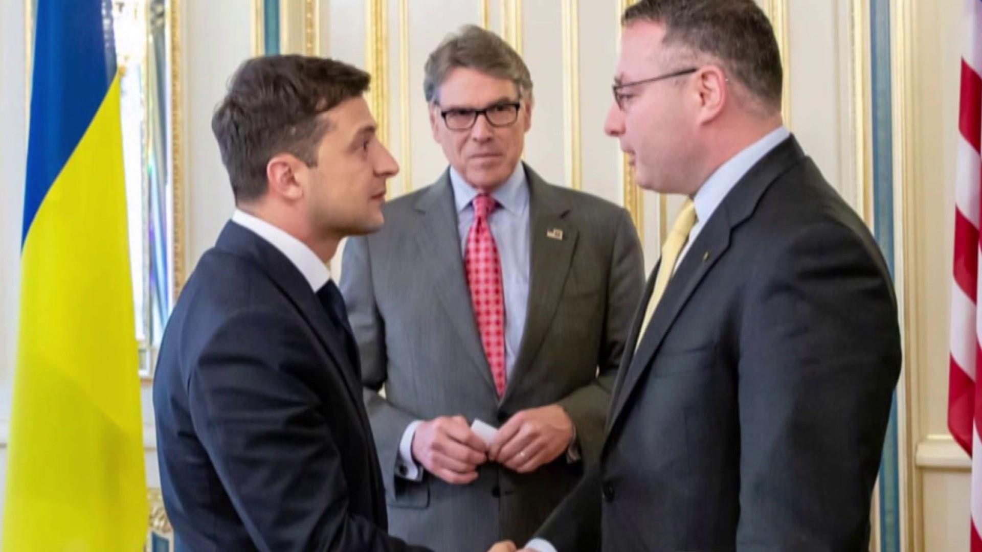 Trump administration models corruption even as it scolds Ukraine