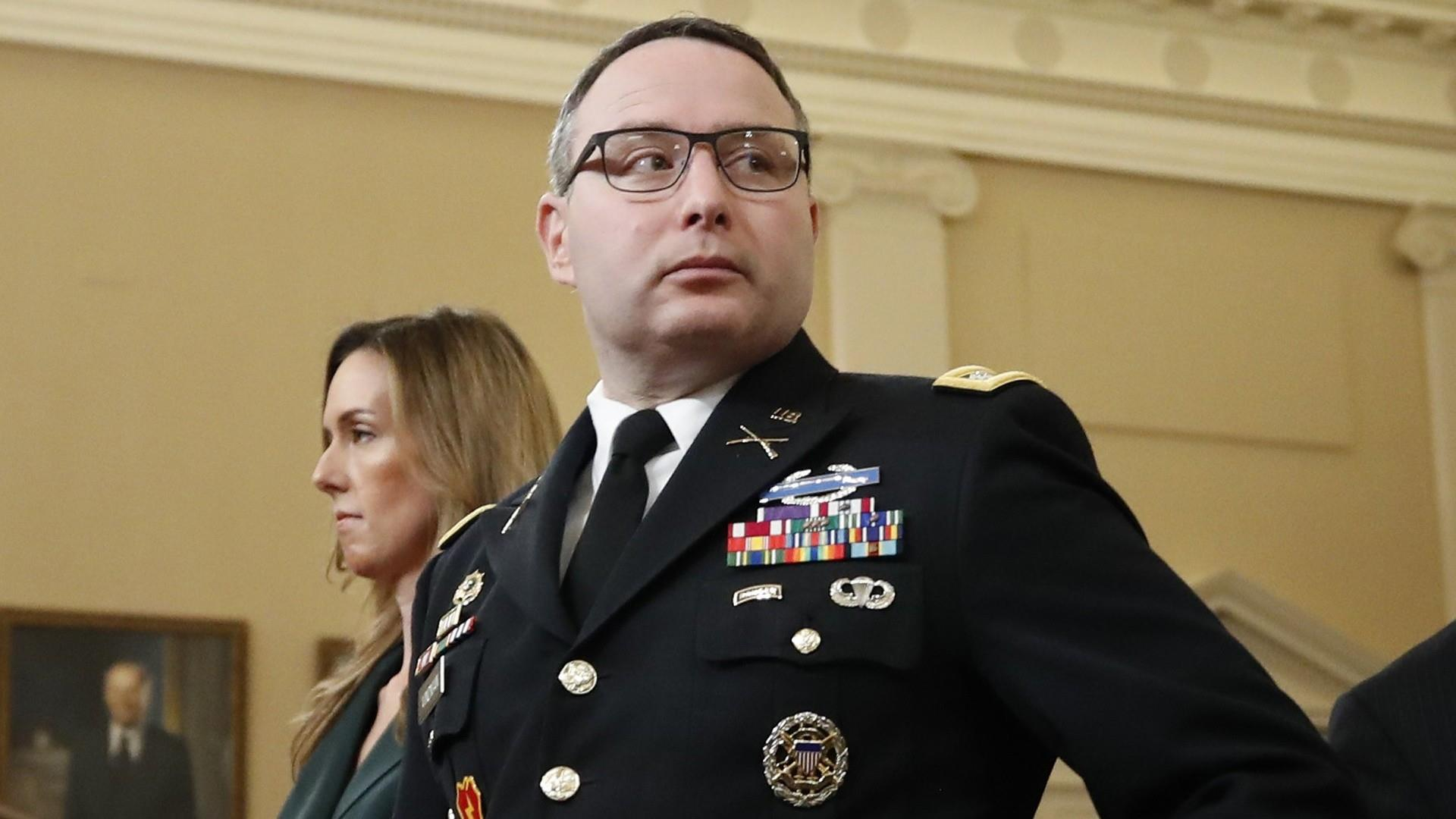 Vindman explains why he wore military uniform to impeachment hearing
