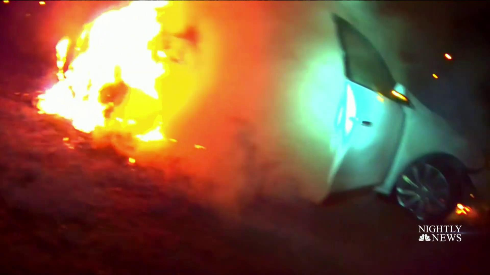 Officers rescue unconscious woman from burning vehicle in dramatic video
