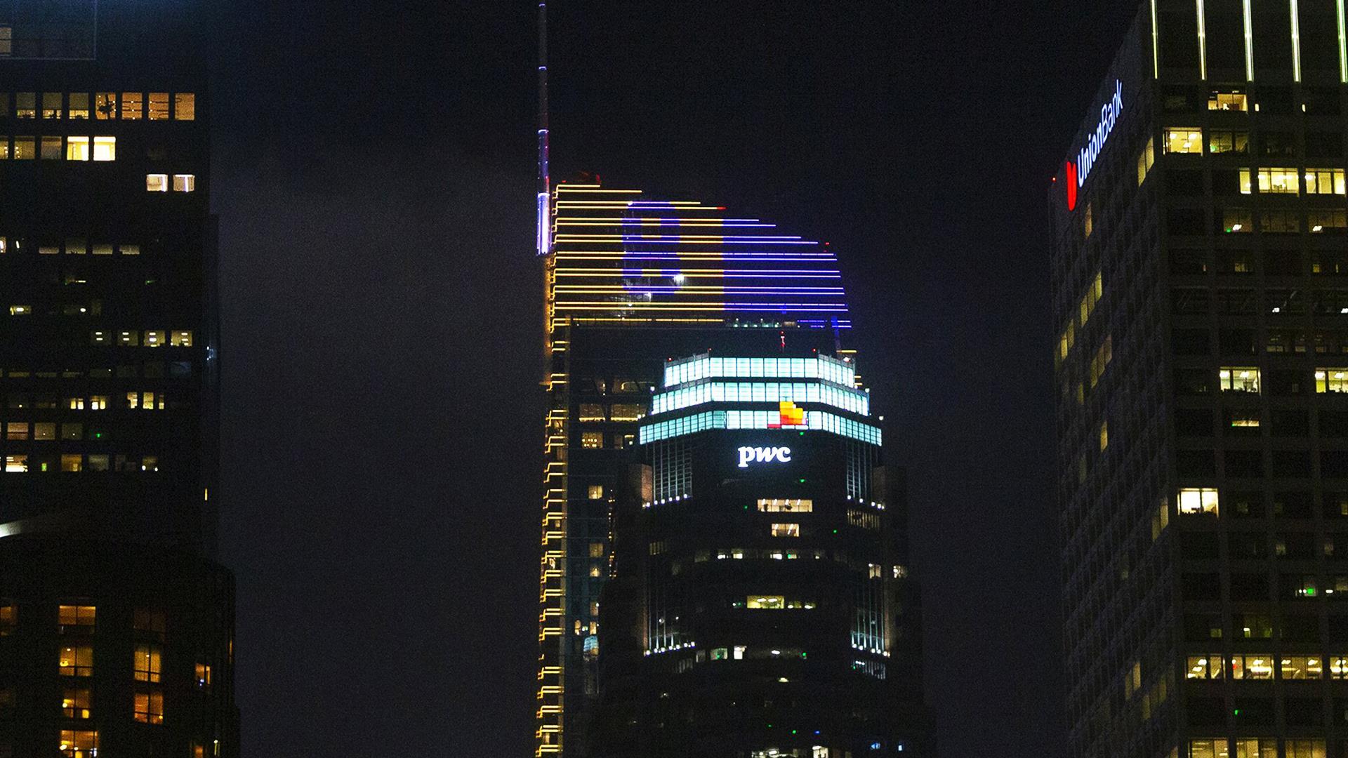 Los Angeles landmarks lit to honor Kobe Bryant