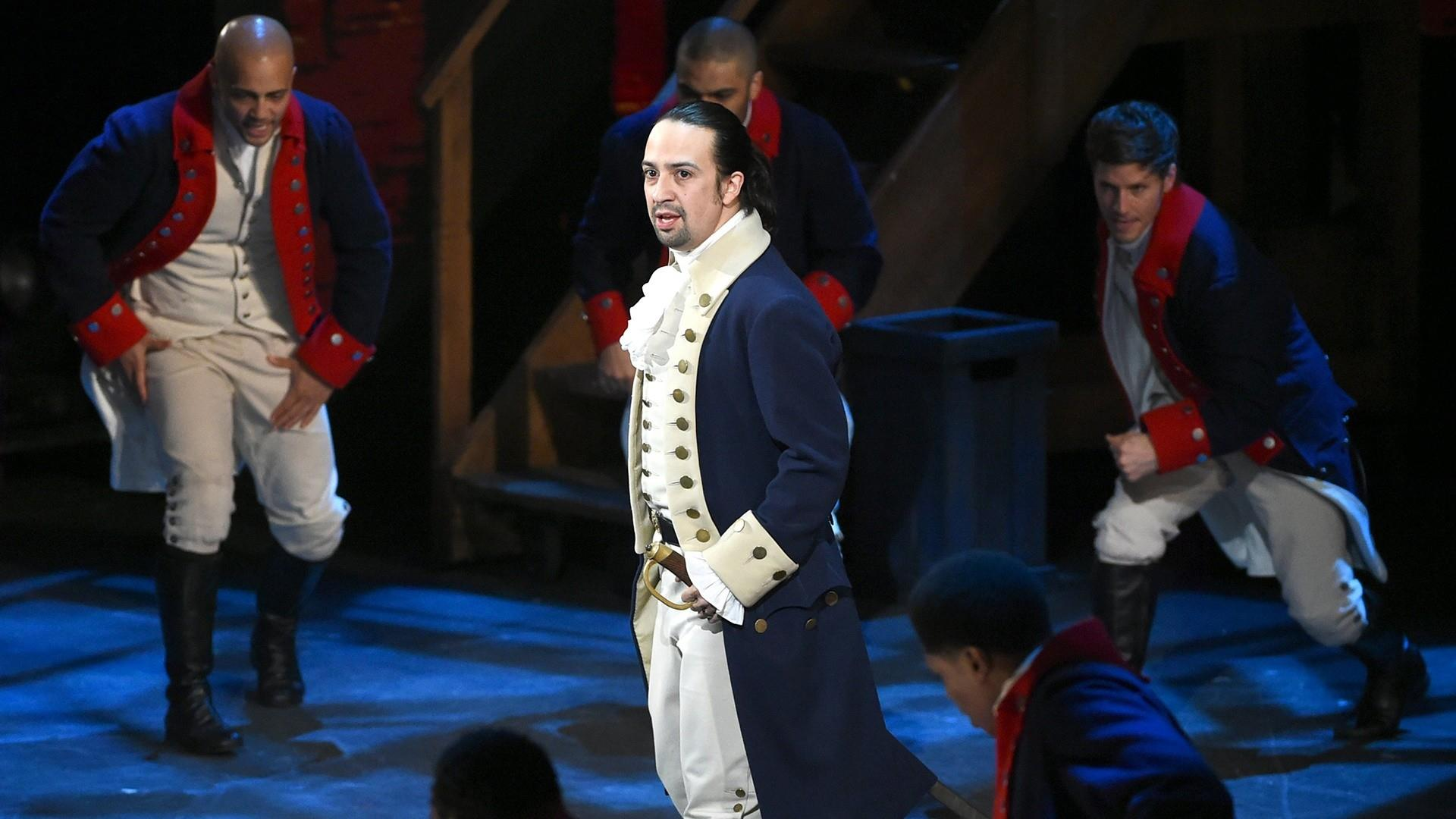 Lin Manuel Miranda S Wife Has A Hilarious Reaction During Her Husband S Kissing Scenes