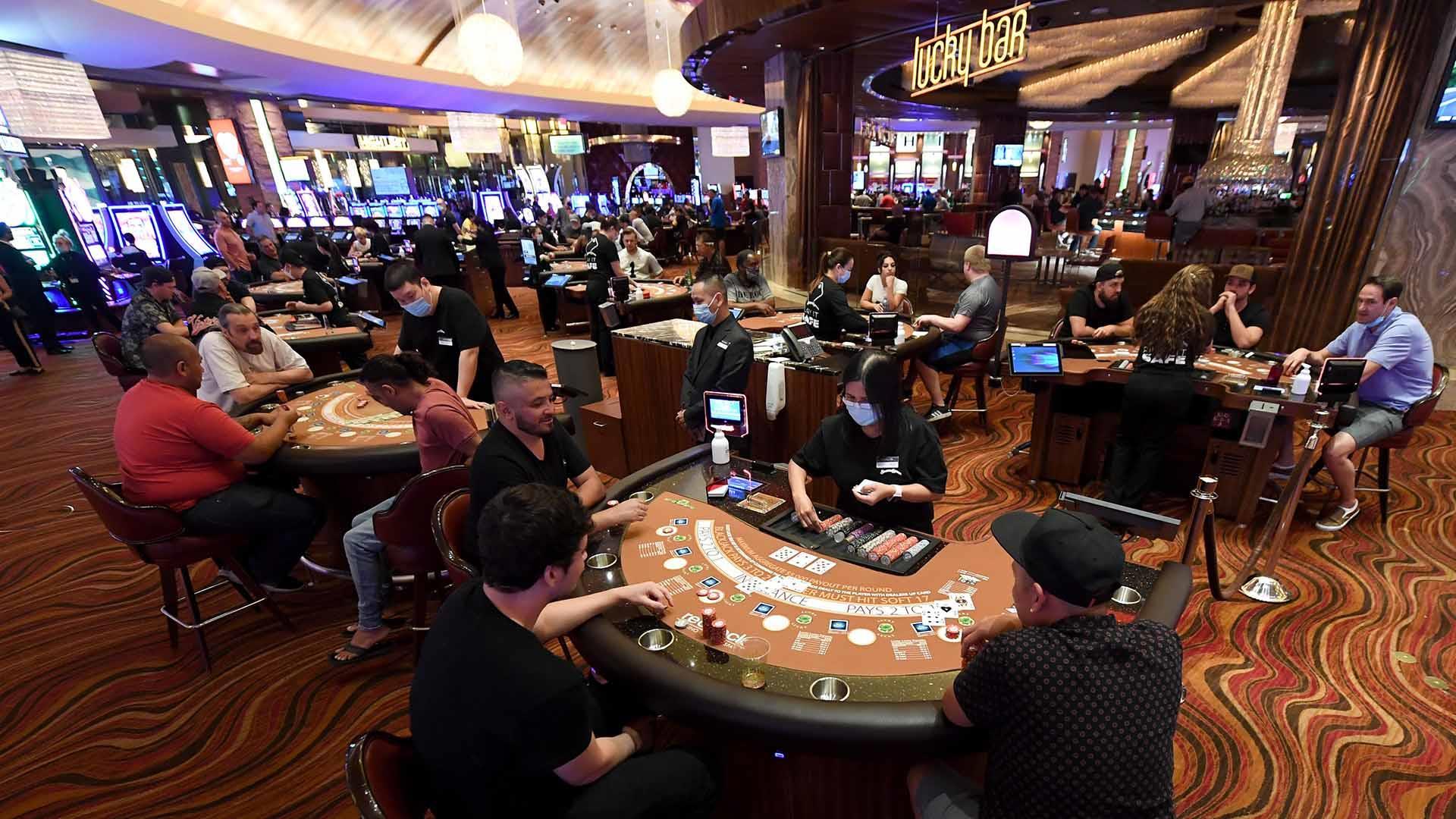 Revelers return to Las Vegas casinos after coronavirus closure ends
