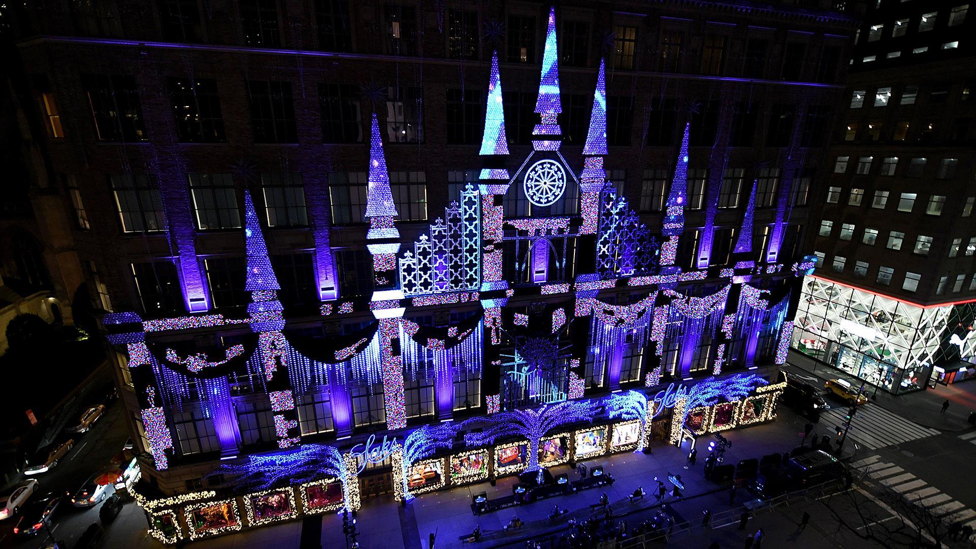 Saks Fifth Avenue Christmas Light Show 2021 Watch Saks Fifth Avenue Unveils Annual Holiday Light Show