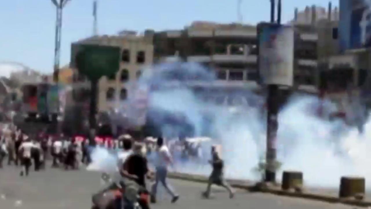 Yemeni president flees as rebels close in