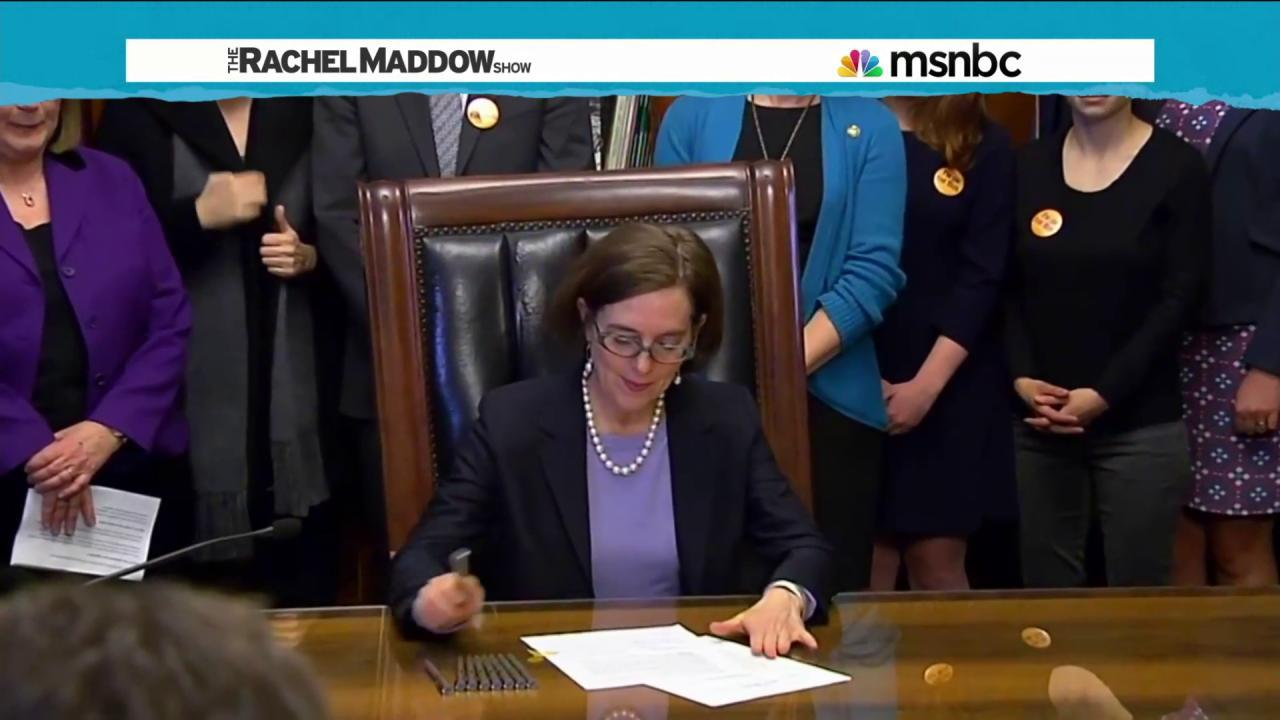Oregon passes expanded gun background checks