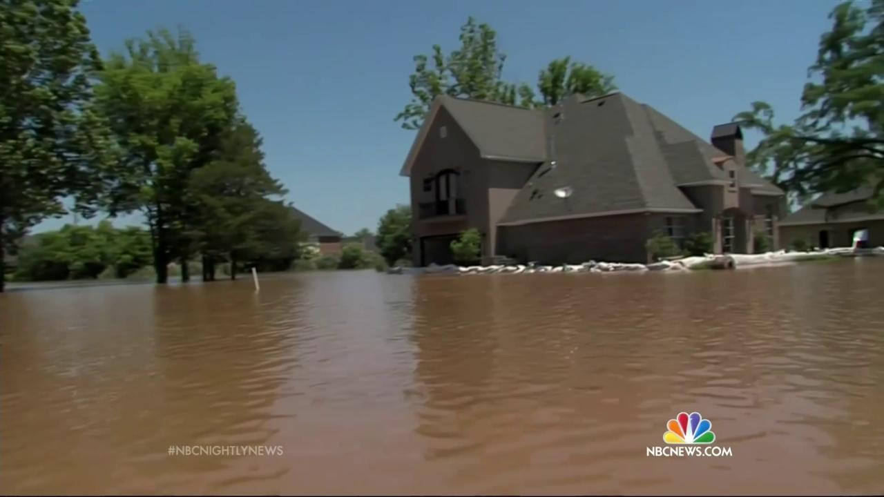 Louisiana Underwater Prepares For Worst As Red River