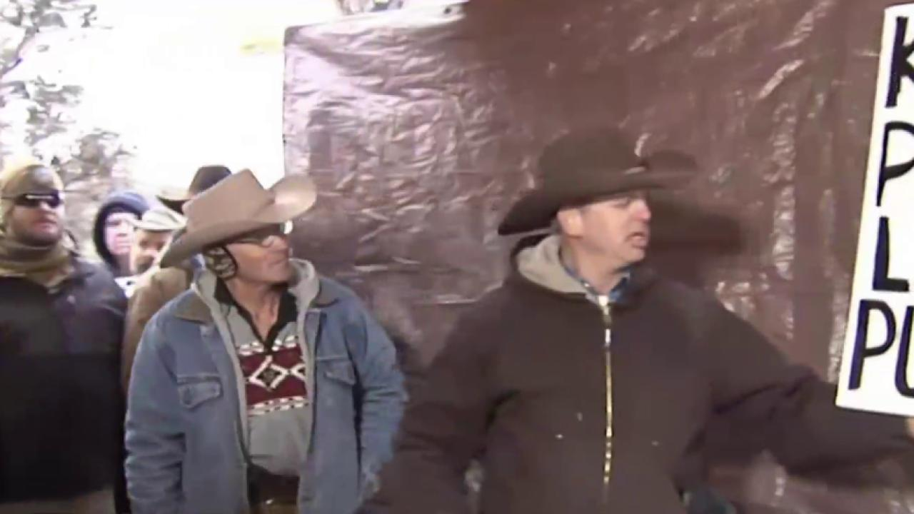 Oregon occupiers arrested, one protester dead