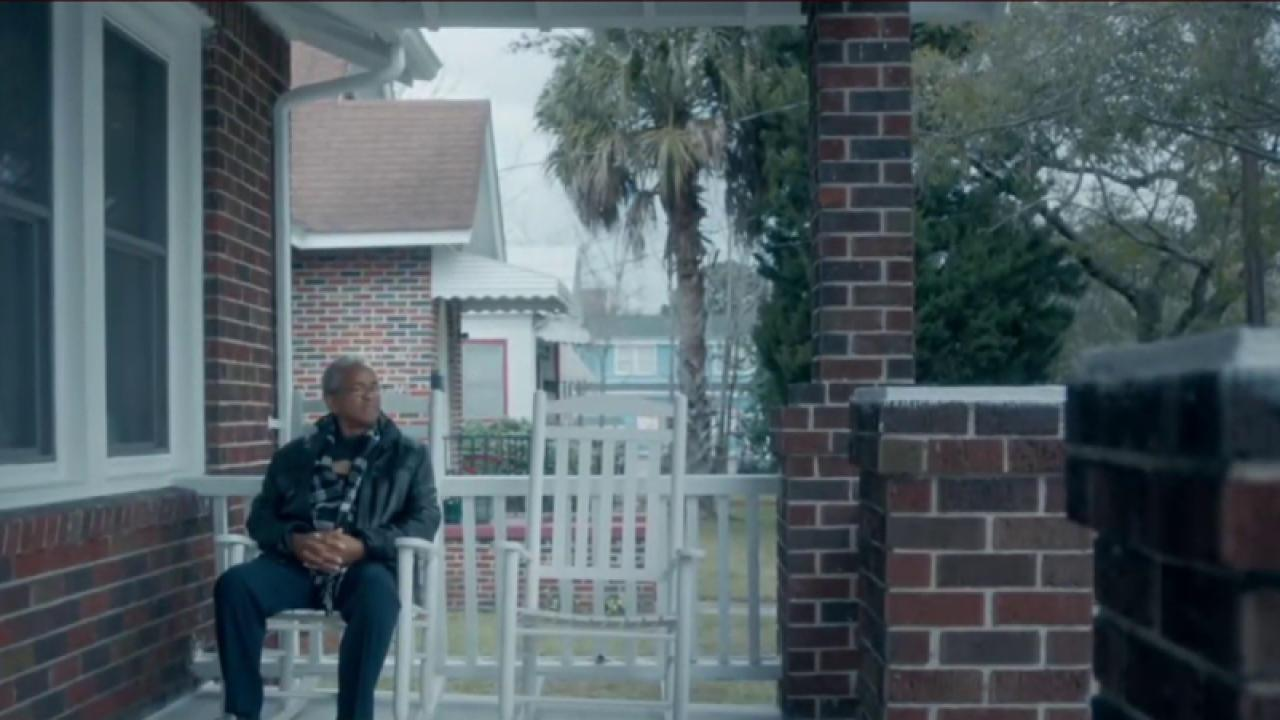 Clinton ad addresses Charleston church...