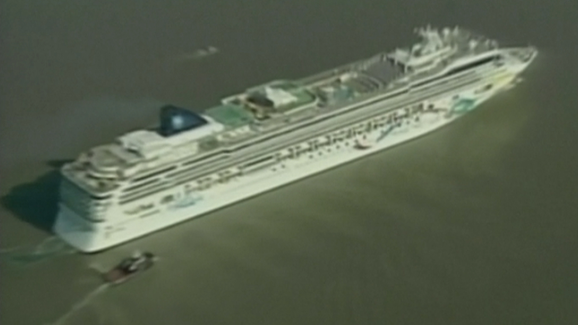 Norwegian Dawn Cruise Ship Loses Control Runs Aground Off Bermuda