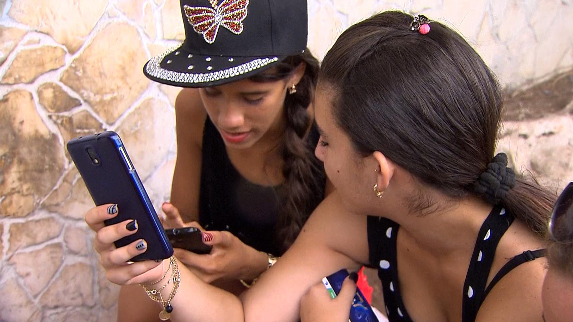 Cuban Internet Usage: Public Wi-Fi Spots Are a Big Draw
