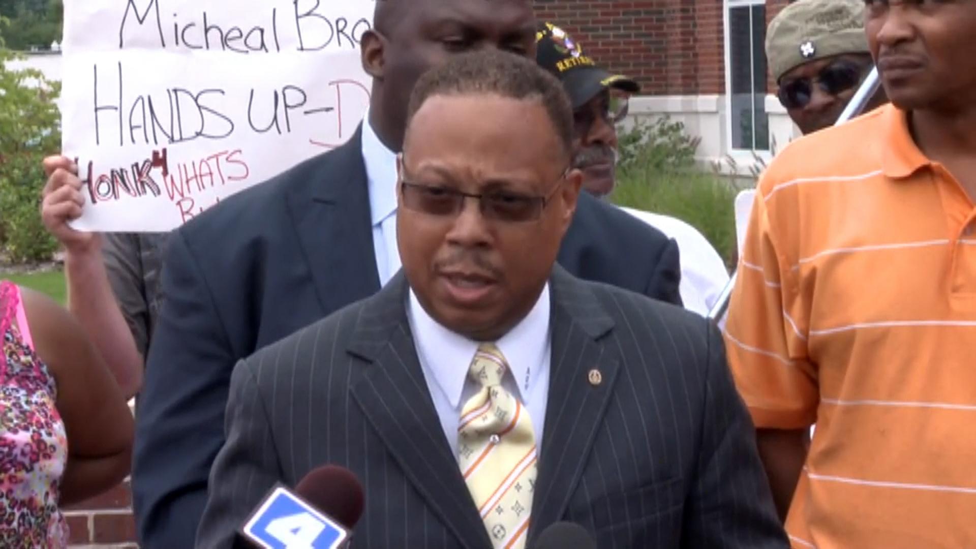 Michael Brown Killing: Police in Ferguson Fire Tear Gas Amid Looting