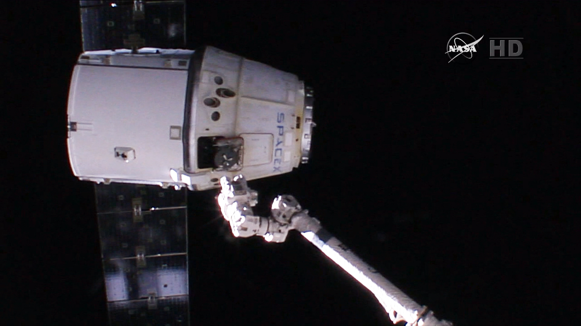 Dragon Capsule Splashes Down, Capping Busy Day for SpaceX