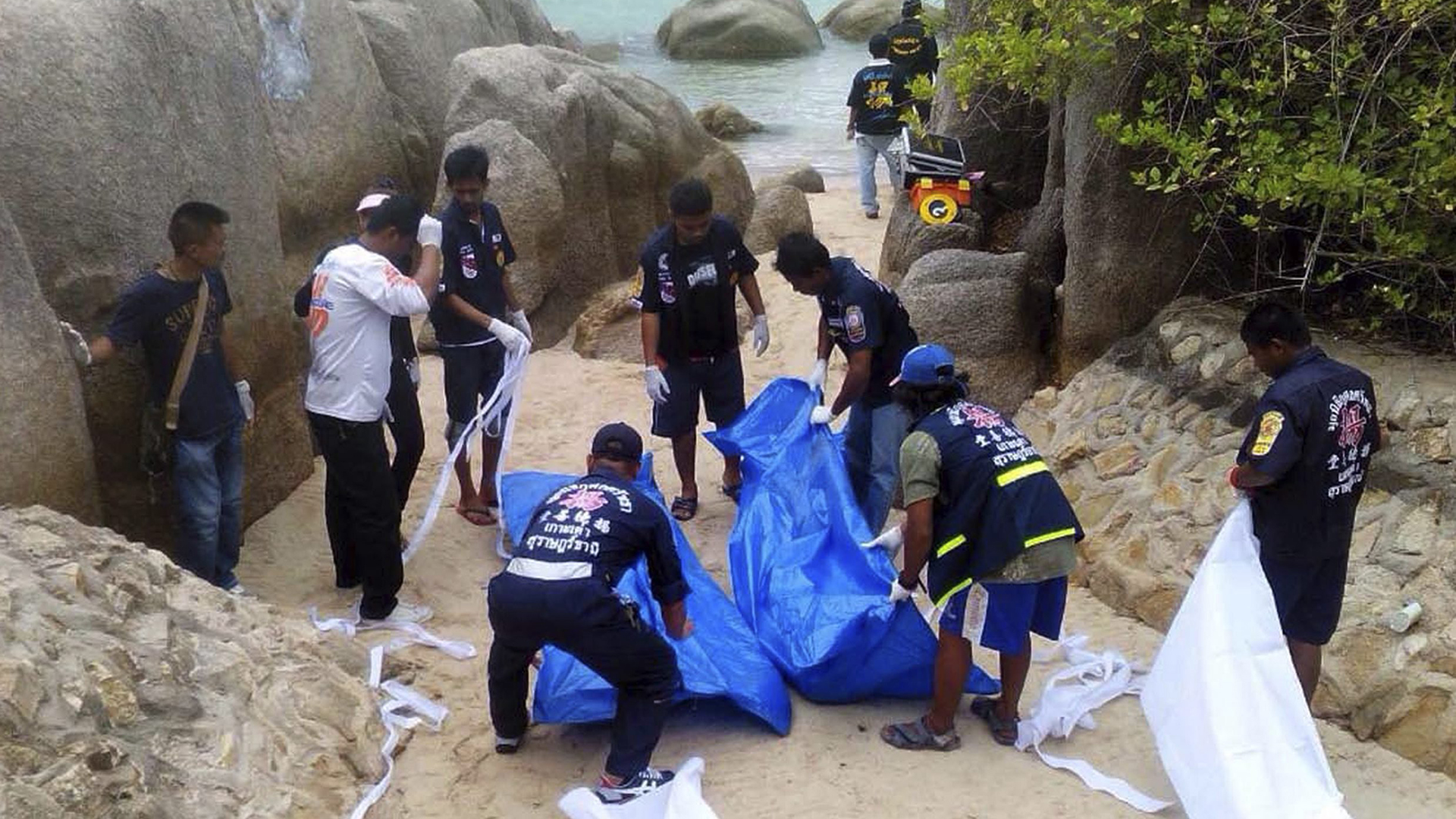Manhunt on Thailand's Koh Tao Goes Cold After DNA Tests Clear 12