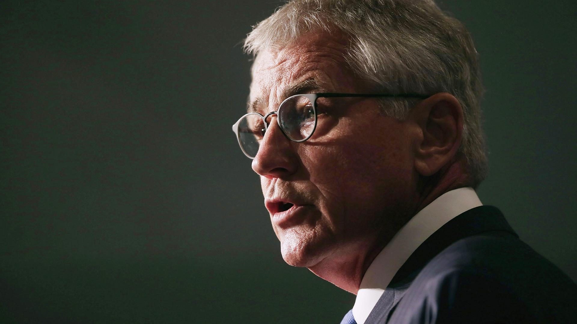 Hagel announces resignation, offers support