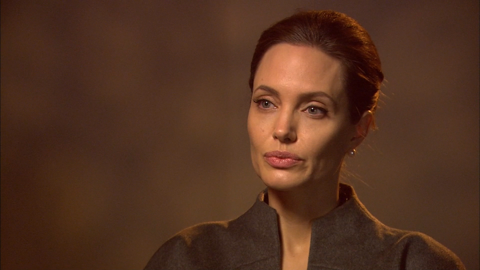 Jolie believes that men need to speak up