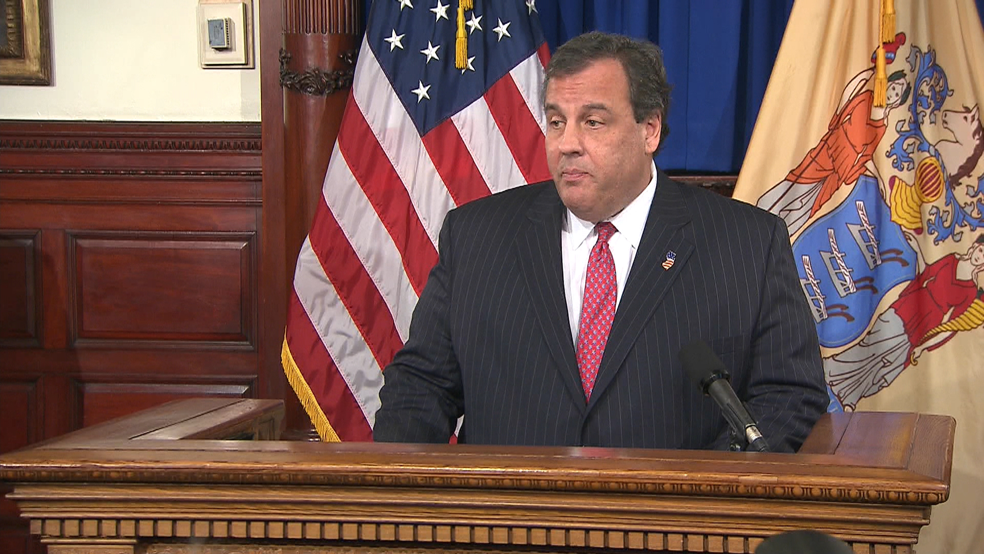 How should Dems handle the Christie scandal?