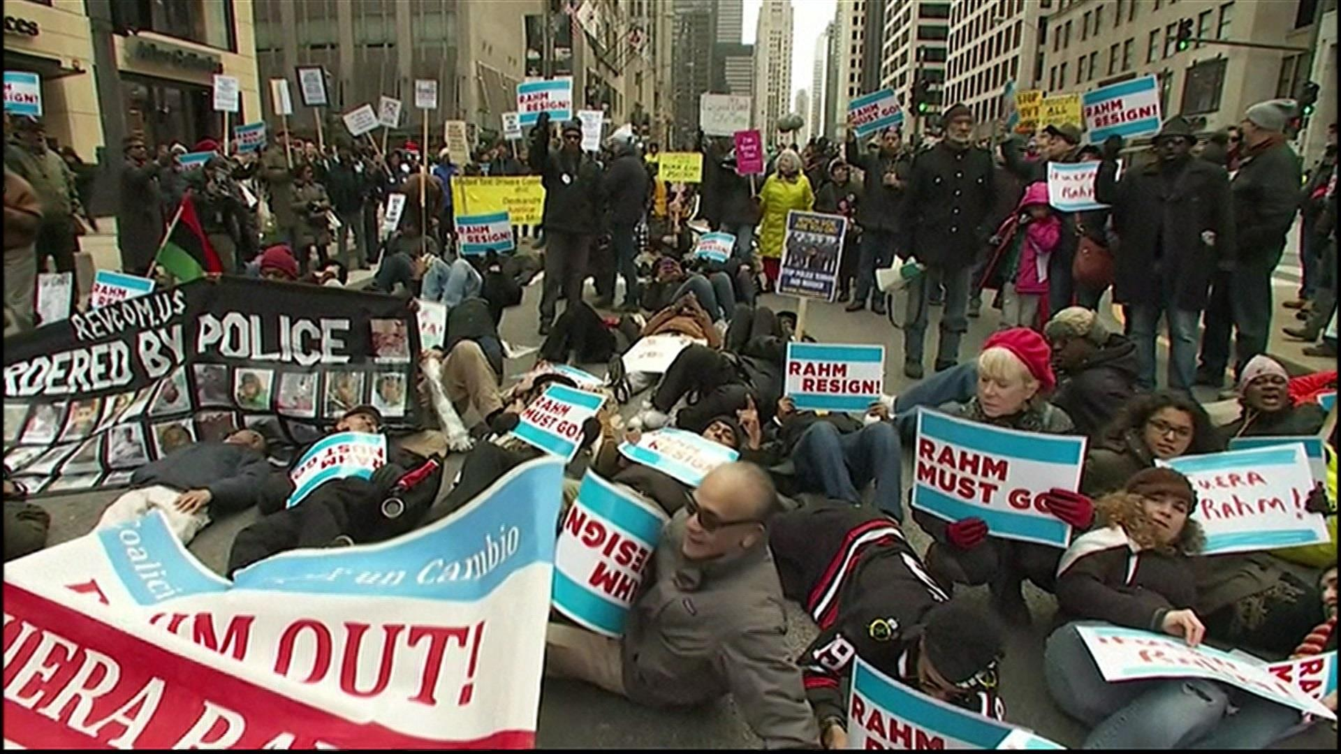 Chicago protesters march on Christmas Eve