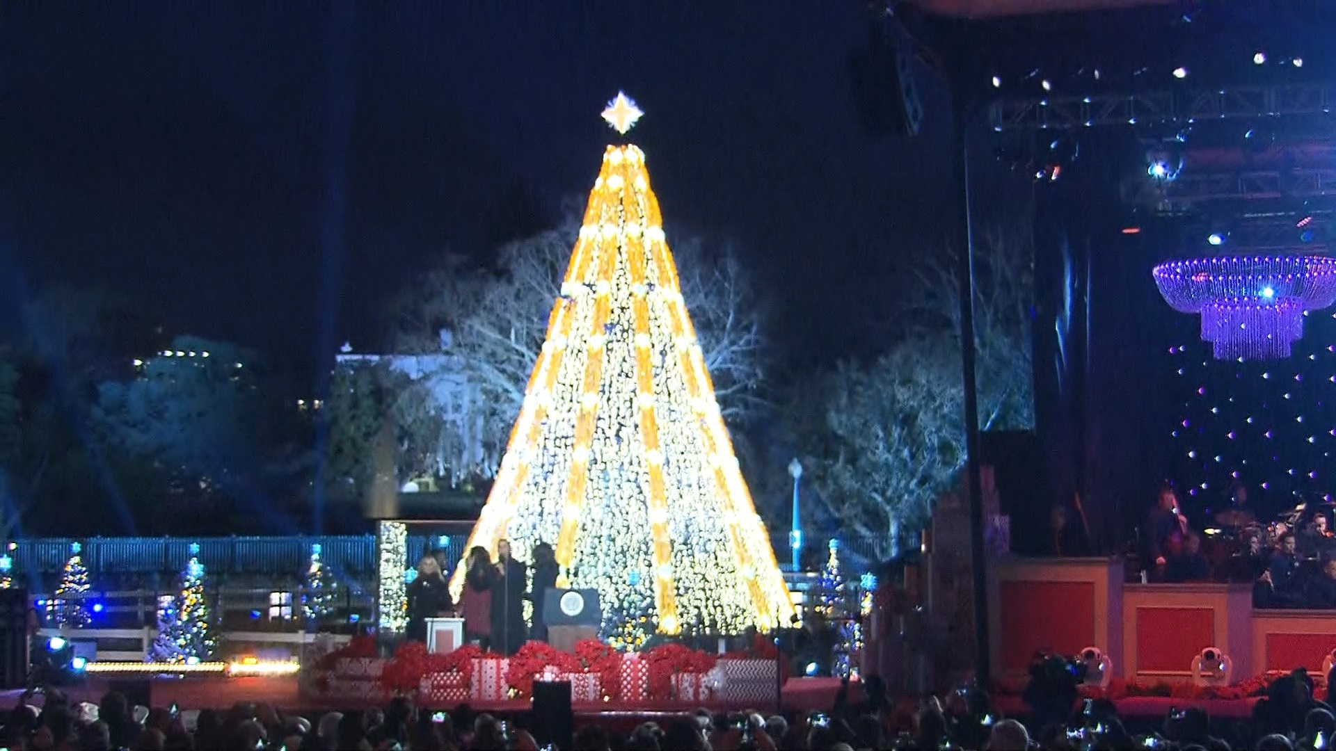 The Obamas light the National Christmas Tree