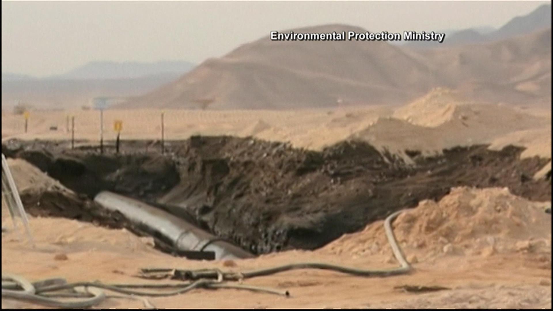 Massive oil spill floods Israeli desert