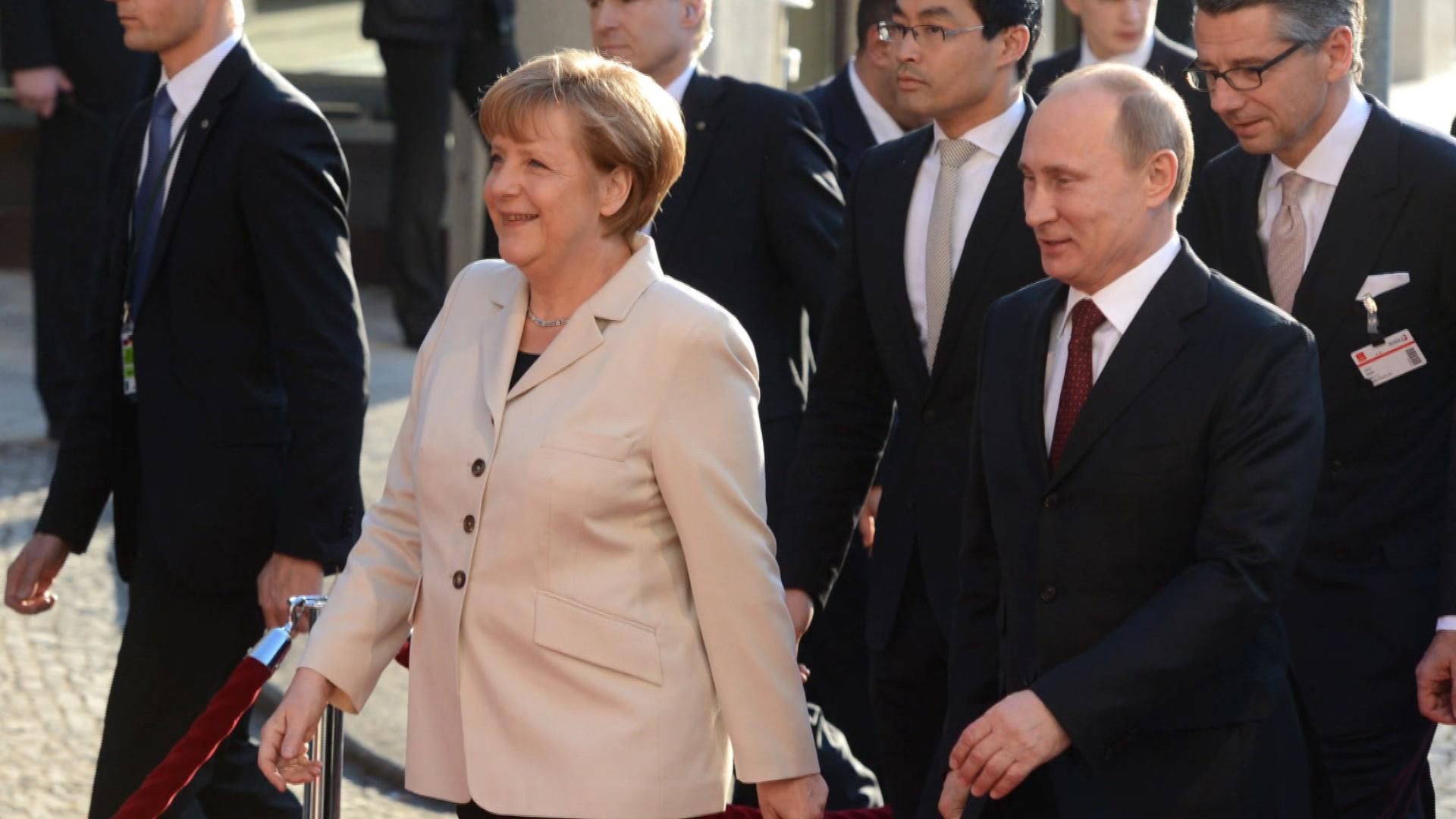 Merkel: Mediator for the superpowers