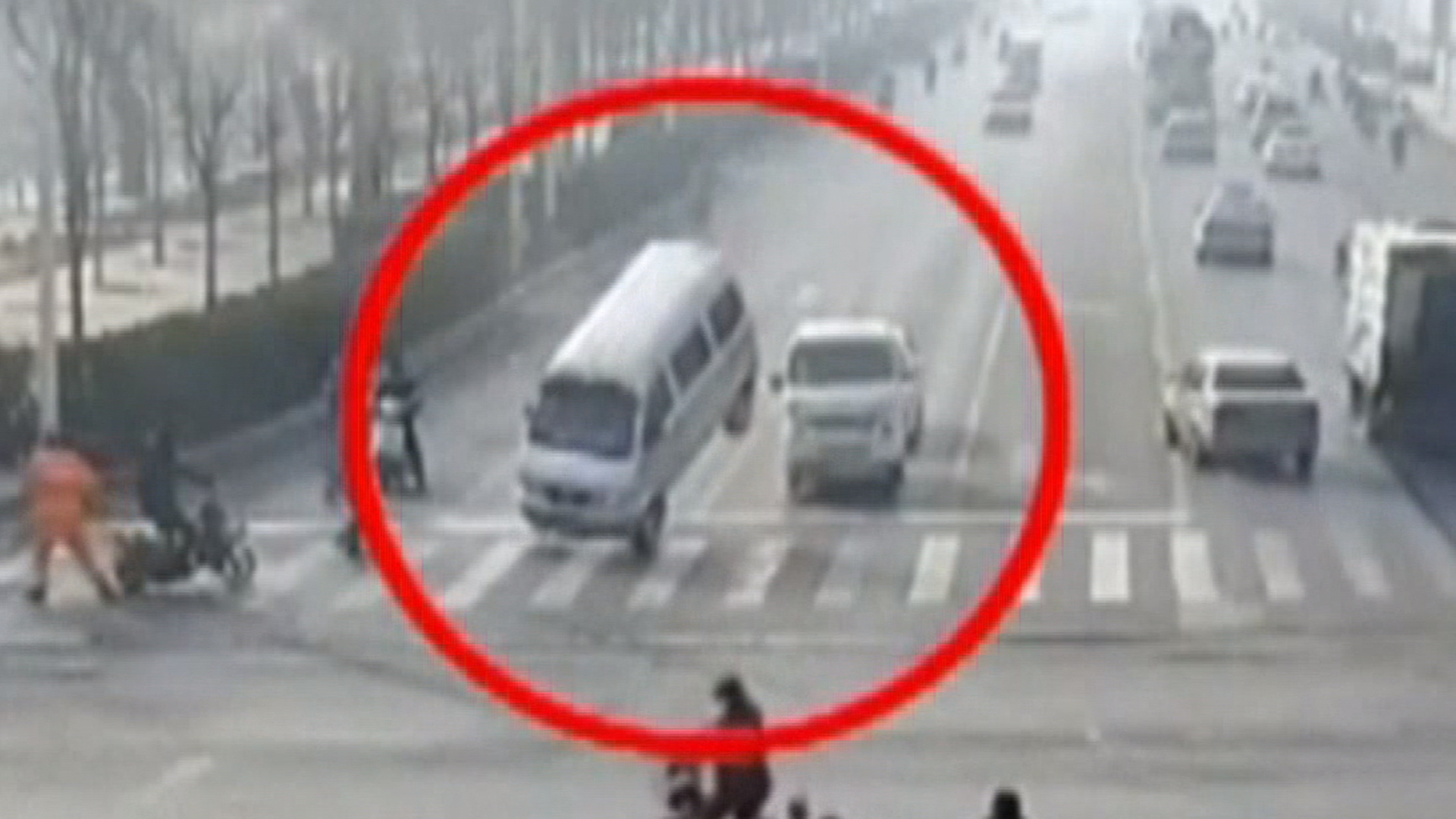 'Levitating' car accident in China