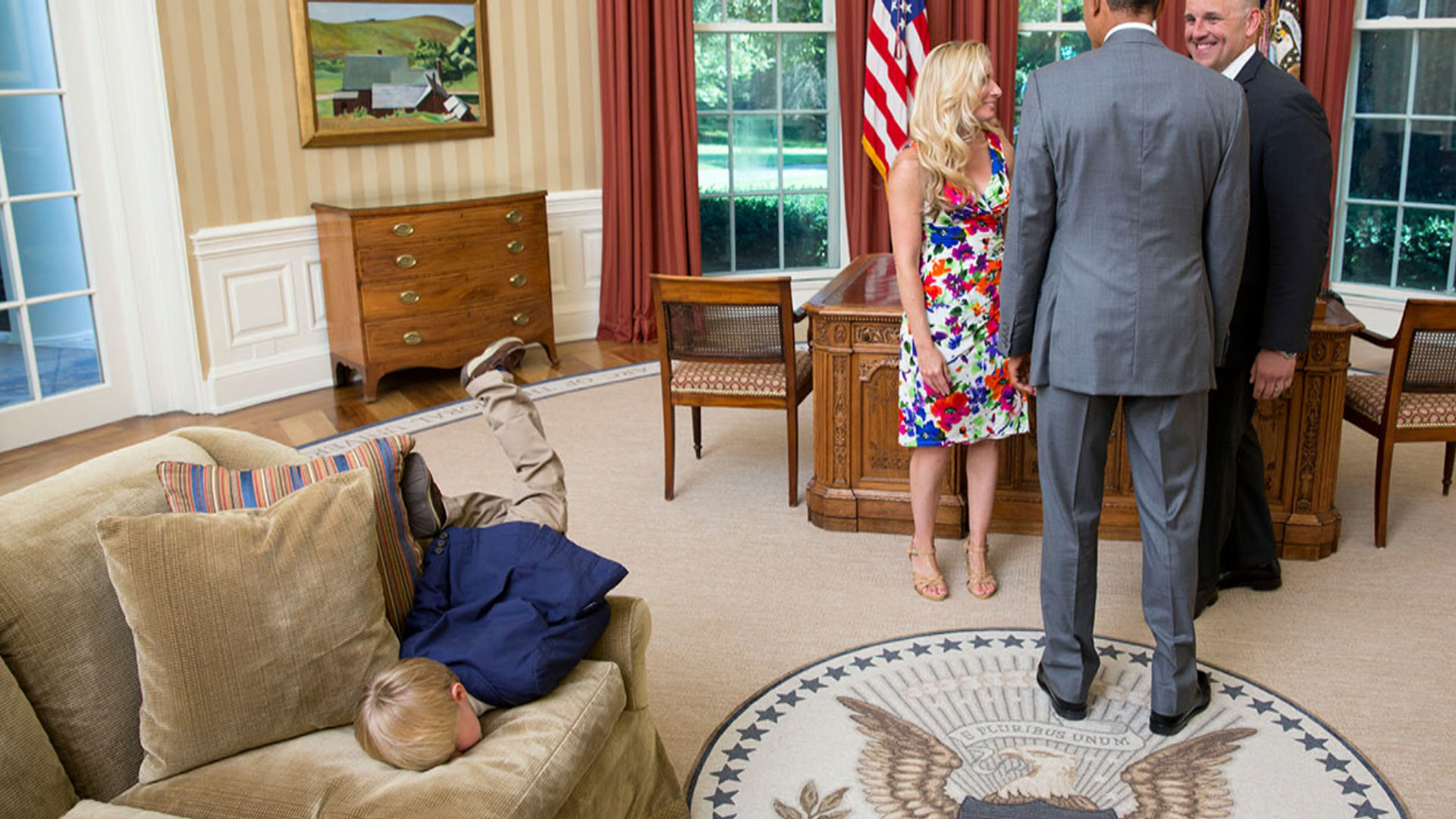 See How A Little Boy Decided To Entertain Himself In Oval Office