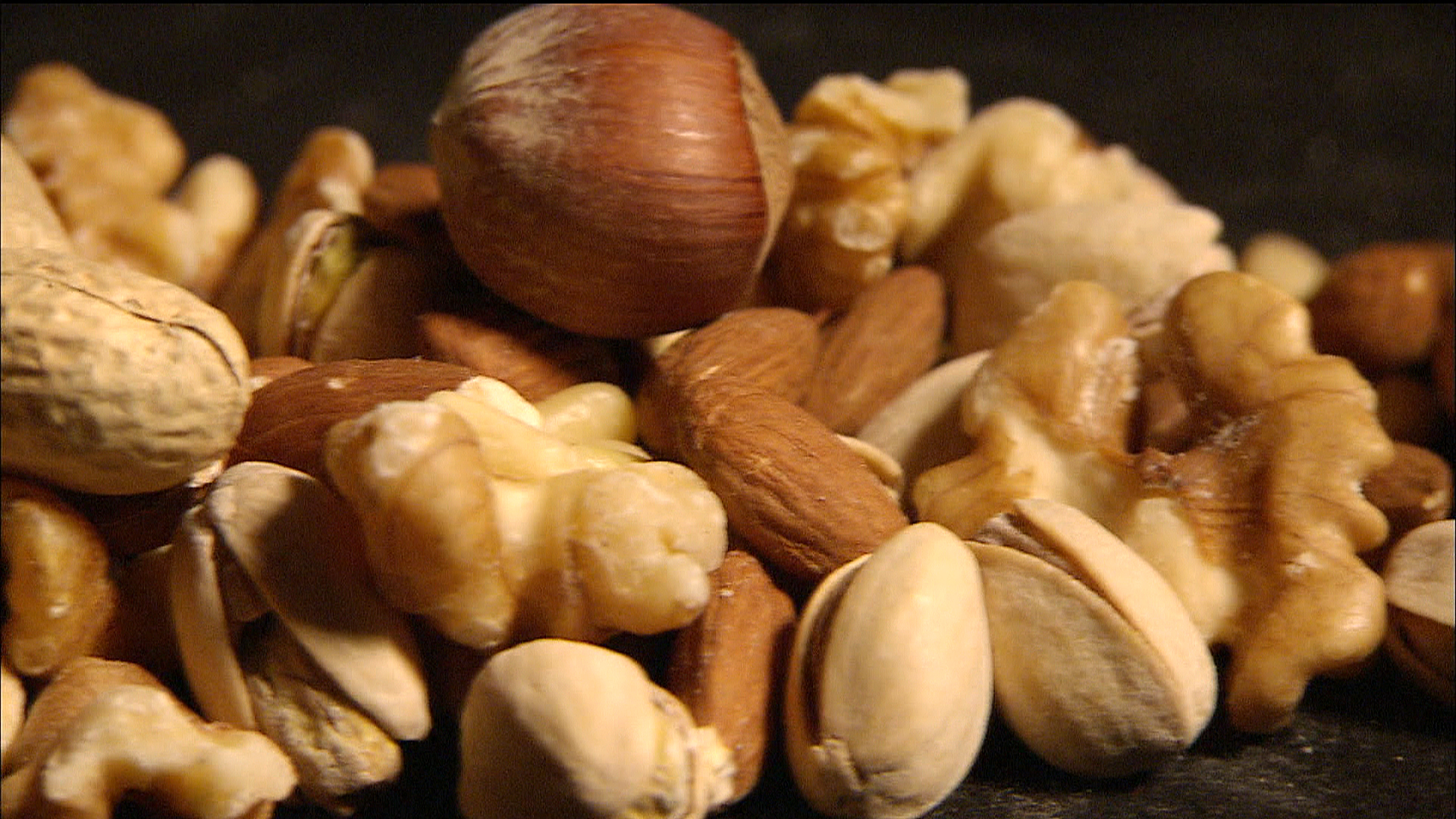 Go nuts! A handful a day may help you live longer, docs say