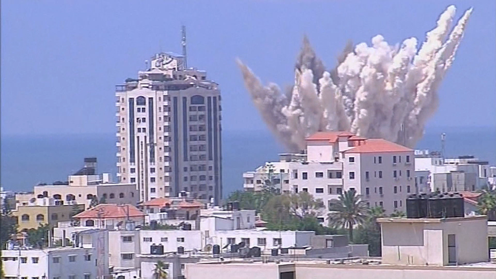 Airstrikes Continue in Gaza after Three-Day Truce Fails to End War