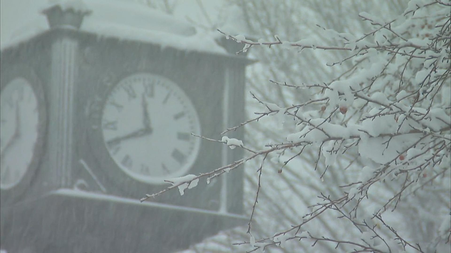 Early Winter Blast: Record Snowfall Hits Midwest - NBC News